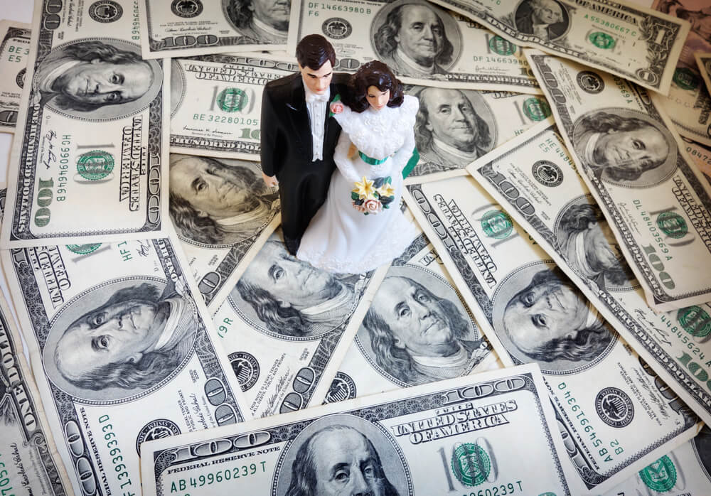 bride and groom cake-topper couple on money